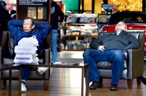 bored-mall-dozing